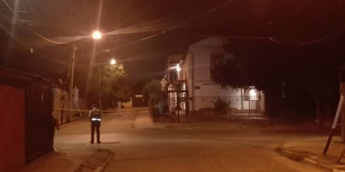 """Papa Francisco las próximas bombas serán en tu sotana"": atacan a tres iglesias en Santiago y dejan amenazante panfleto"