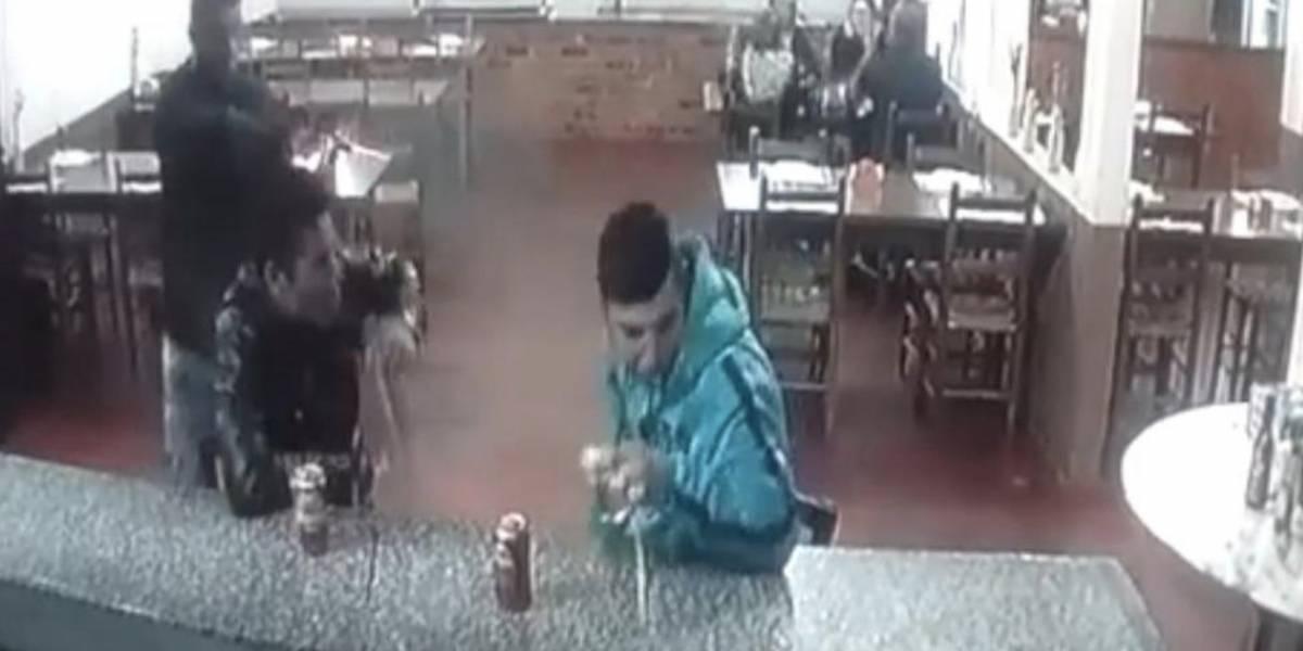 Video en Twitter muestra el momento en el que asesinan a un hombre en una Pizzería