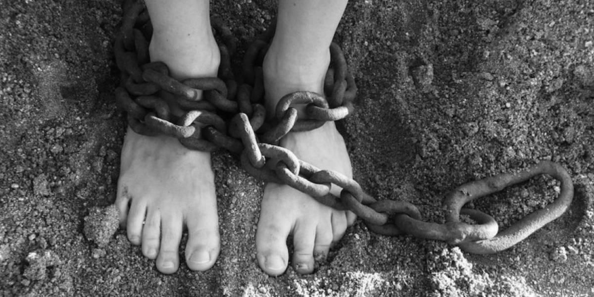 """La peor tarea de la historia: le pide a sus alumnos de 9 años que den """"tres buenas razones para la esclavitud"""""""