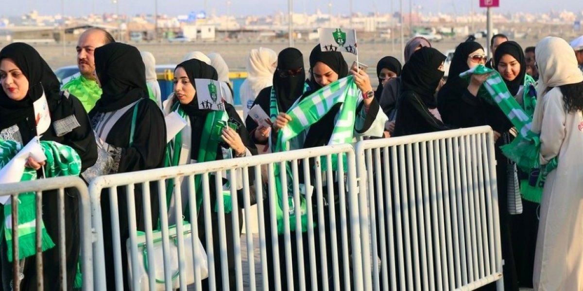Mujeres entran por primera vez a partidos de futbol en Arabia Saudita