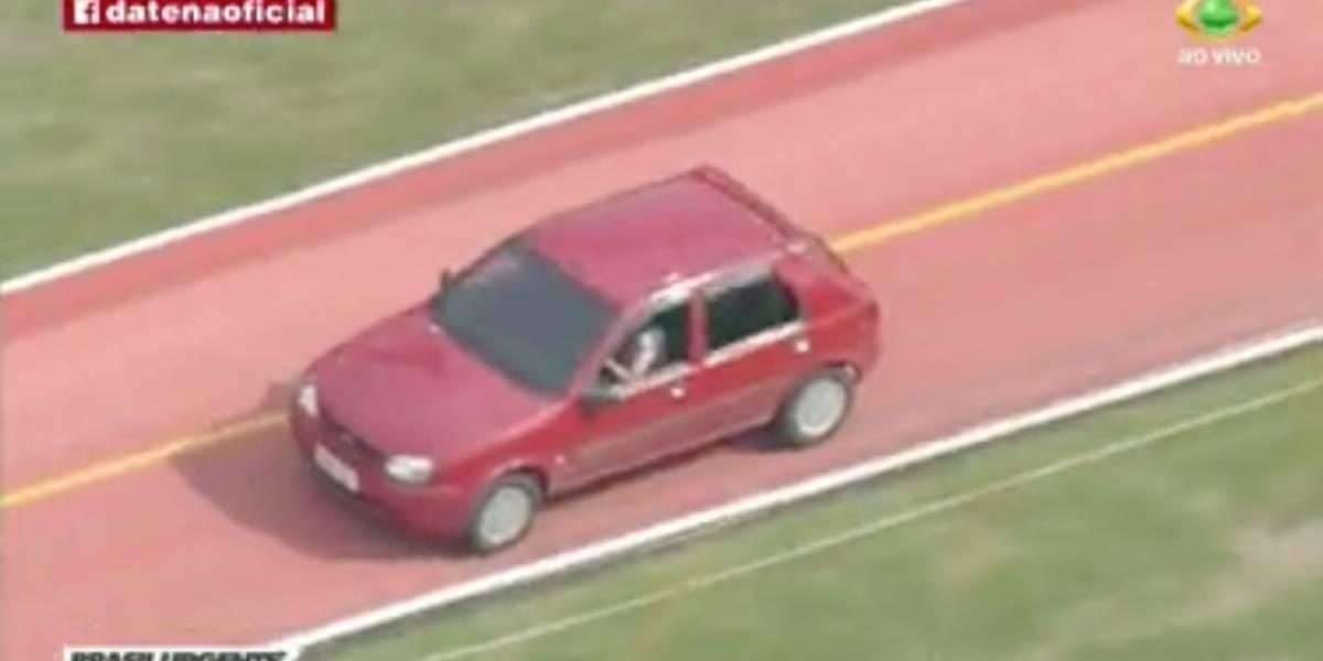 Motorista é flagrado dirigindo carro em ciclovia em São Paulo