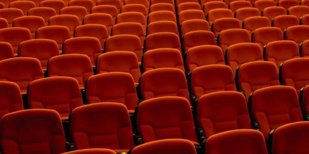 Se le paró el corazón: argentino muere mientras miraba una película en un cine porno