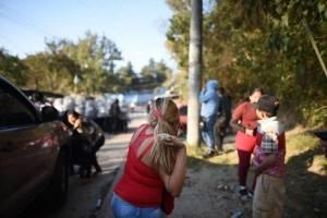familiares de reos del Preventivo se enfrentan con PNC