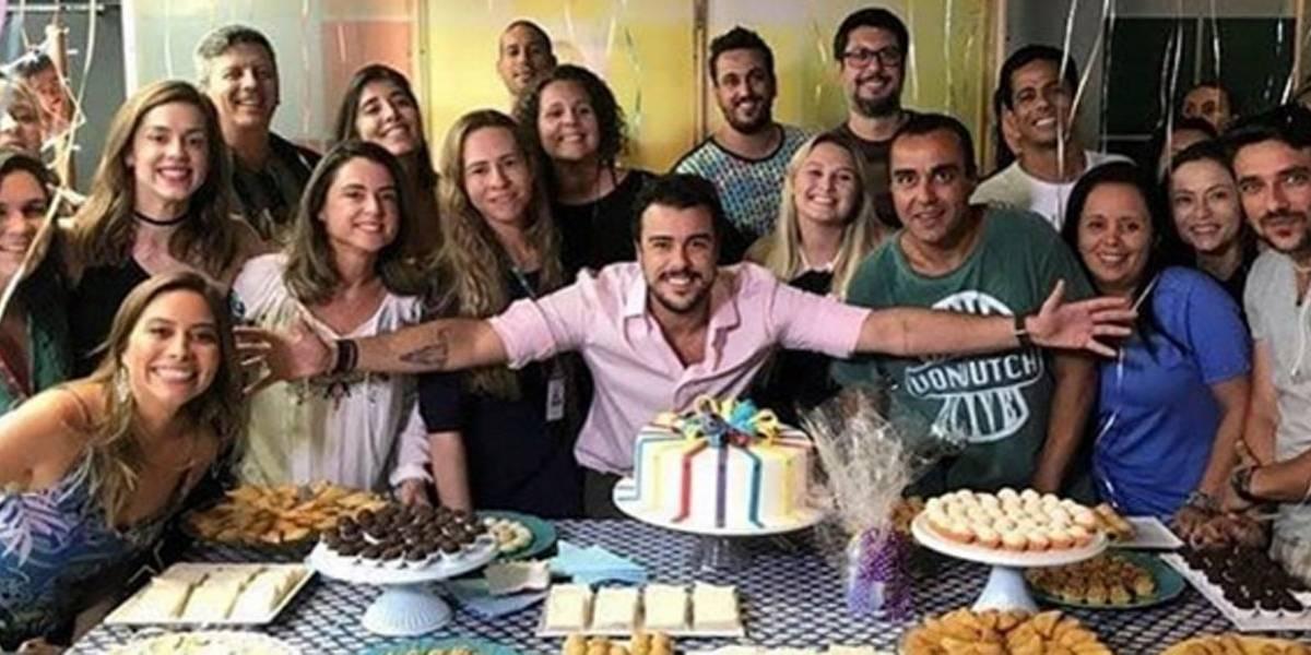 Joaquim Lopes recebe homenagem de despedida e chora no Vídeo Show