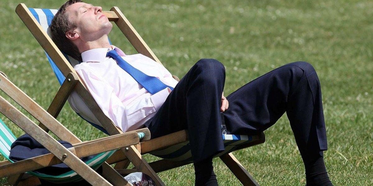 Encuesta revela que solo un cuarto de las personas tiene un horario especial en el trabajo durante el verano