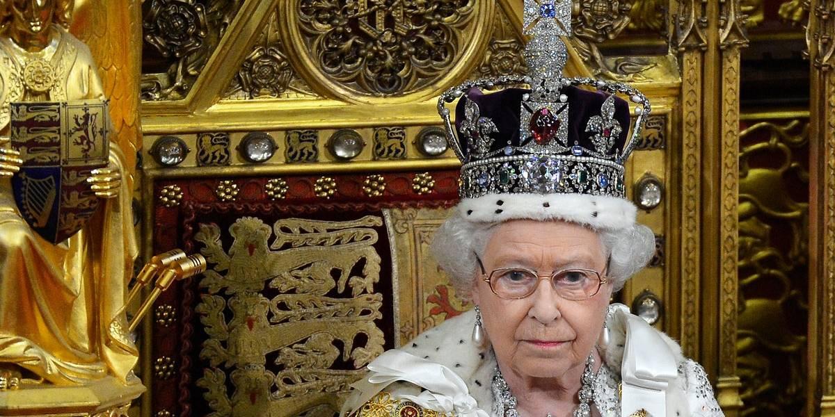 Carruagem horrível e coroas desconfortáveis: rainha Elizabeth fala abertamente sobre coroação
