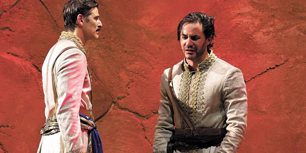 Reynaldo Gianecchini celebra amizade com Ricardo Tozzi na peça teatral Os Guardas do Taj