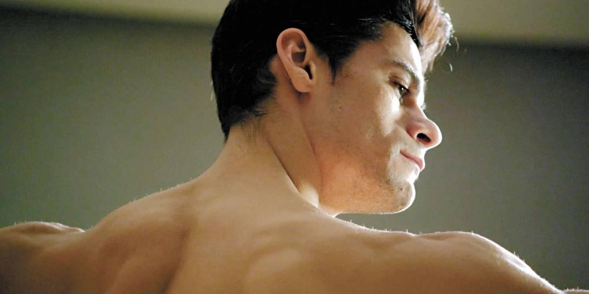 Bailarino brasileiro, estrela do Royal Ballet, é tema de documentário que estreia na TV no domingo