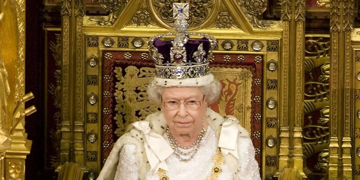 Lo que siempre quisiste saber: ¿Por qué la reina Isabel II no puede mirar el suelo y si lo hace podría morir?