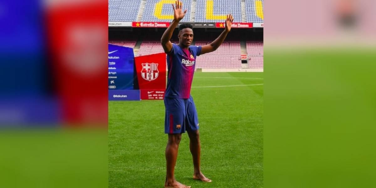 VIDEO: El Barça presenta a Yerry Mina y pisa el Camp Nou descalzo