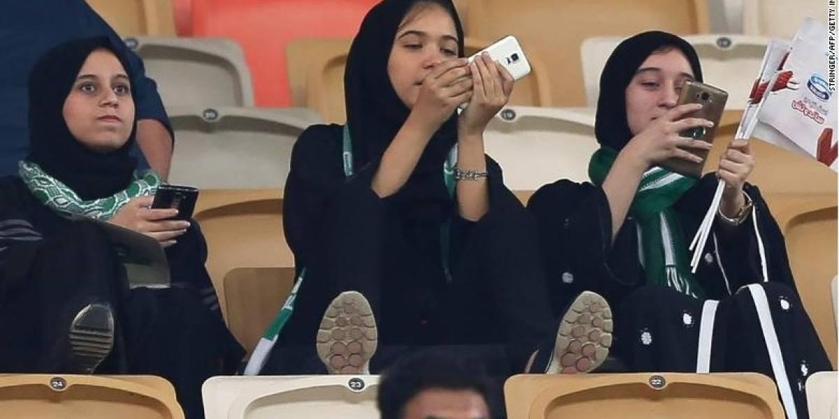 Histórico: Las mujeres saudíes entran por primera vez a un estadio para ver un partido de fútbol