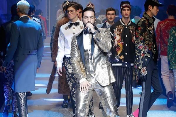6b71a872ab Maluma olvida letra de canción durante desfile Dolce & Gabbana