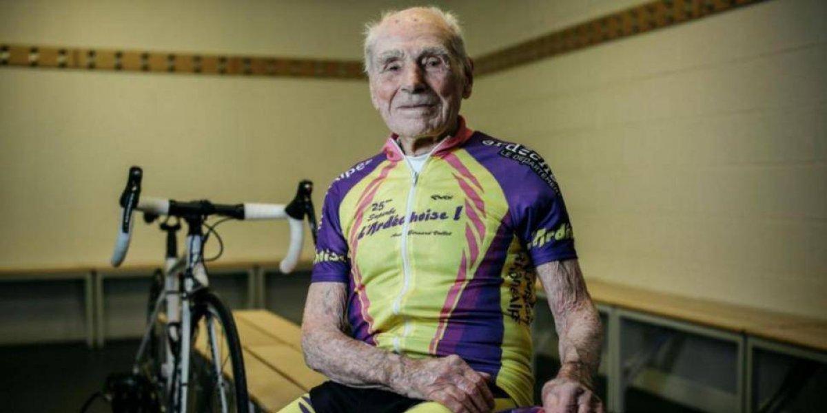 Ciclista de 106 años deja el deporte de sus amores