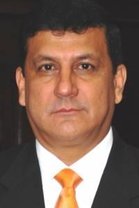 Estuardo Galdámez, vinculado a un caso de corrupción que involucra al ministro Acisclo Vallaares Urruela.