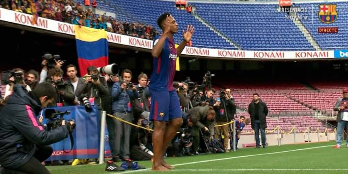 FC BARCELONA: Yerri Mina, el futbolista que se presenta descalzo