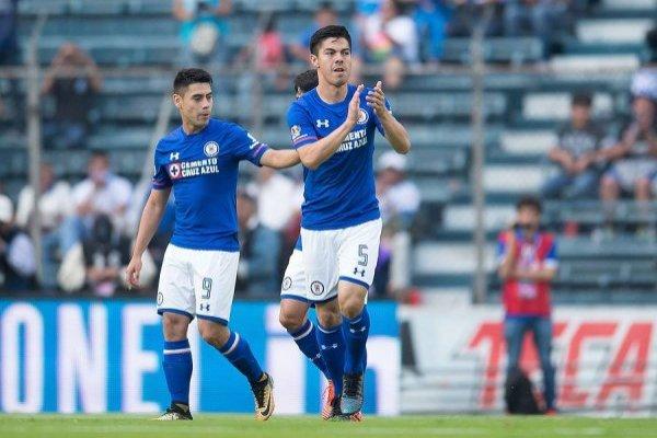 El Gato Silva es titular indiscutido en el Cruz Azul de México / Foto: Photosport