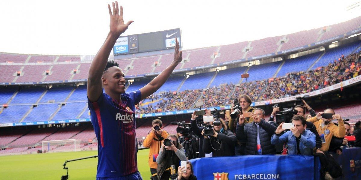 VIDEO. ¿Por qué Yerry Mina se presentó con el Barcelona con los pies descalzos?