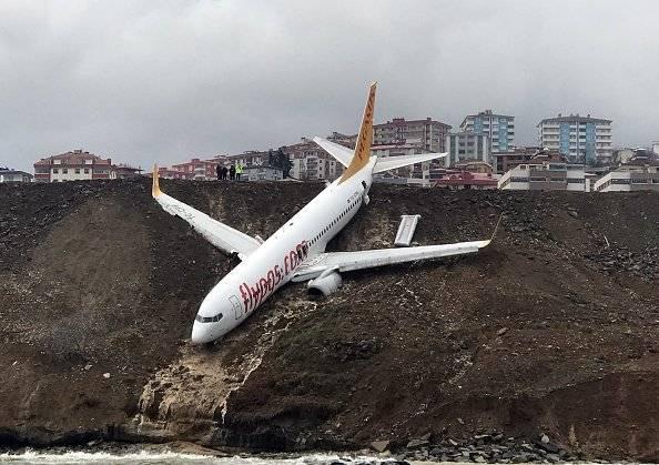 Un avión turco con 162 pasajeros cae por un acantilado sin que haya heridos Getty Images/EFE