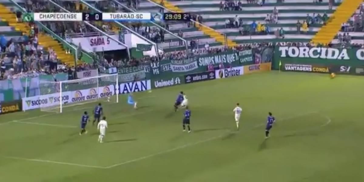 Sobreviviente del Chapecoense marcó su primer gol tras el accidente y así lo celebró