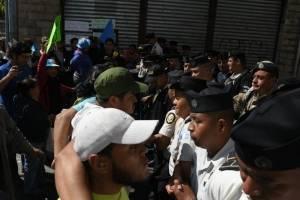 manifestantesoctavaavenida10-588a1d43a9fca3329f6f865e14e6c494.jpg