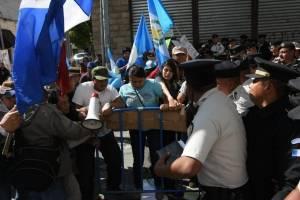 manifestantesoctavaavenida13-fc5acc52f22ef4299073eb0cc183b158.jpg