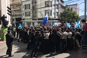 manifestantesoctavaavenida14-f14c1a9548a90e253eeb19d4d3ec913b.jpg