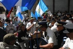 manifestantesoctavaavenida16-c620de86cc56ea1907d998d5310444ba.jpg