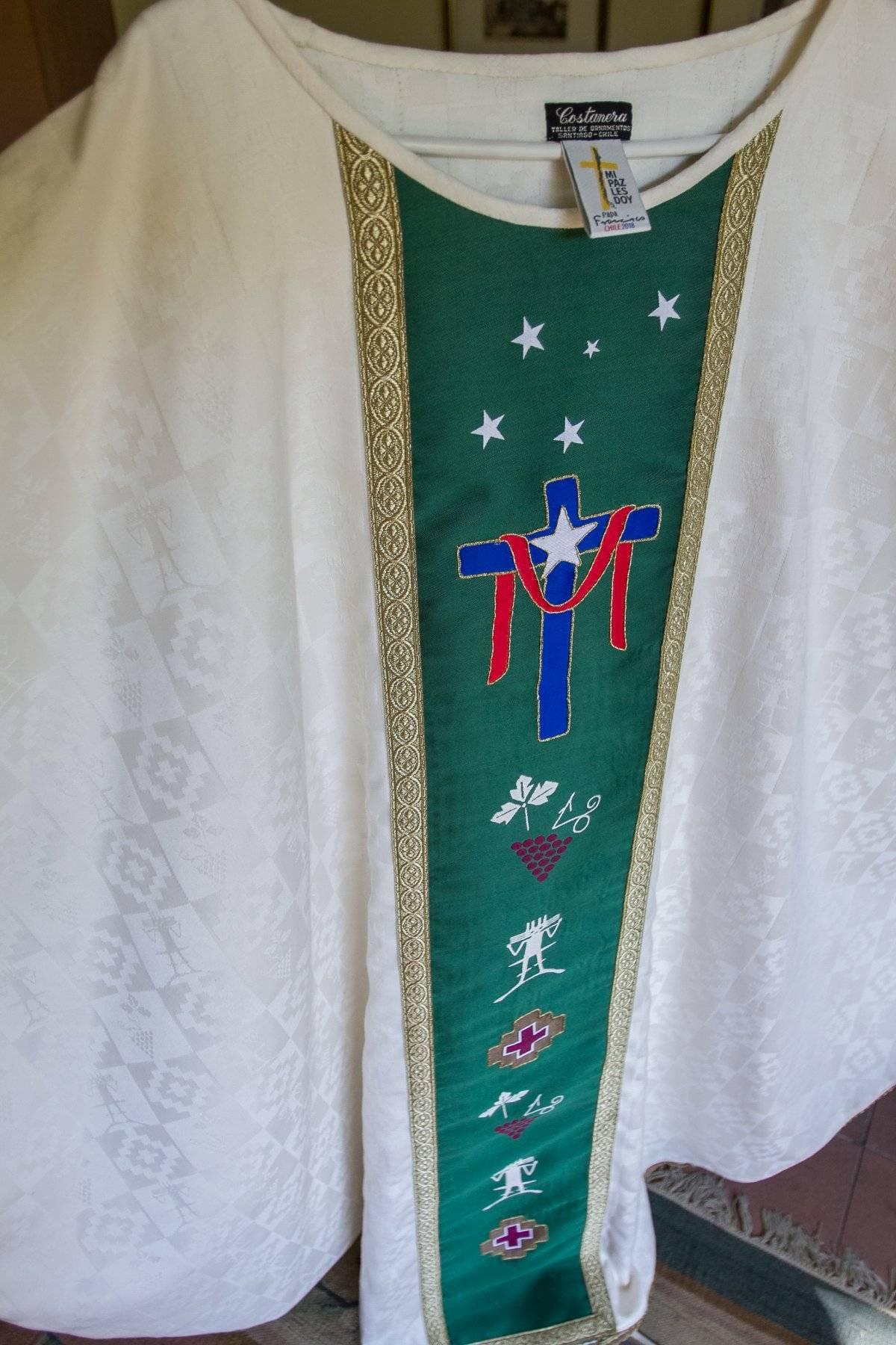 Símbolos de la túnica del Papa Francisco en Chile