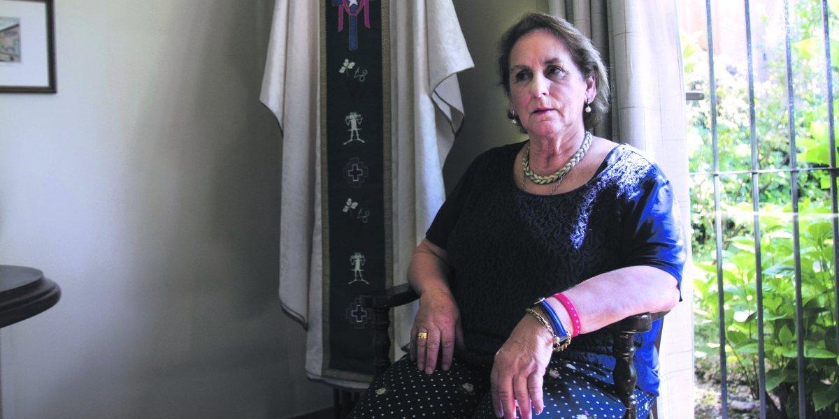 """Vestuarista del Papa en Chile: """"Era mi sueño vestirlo"""""""