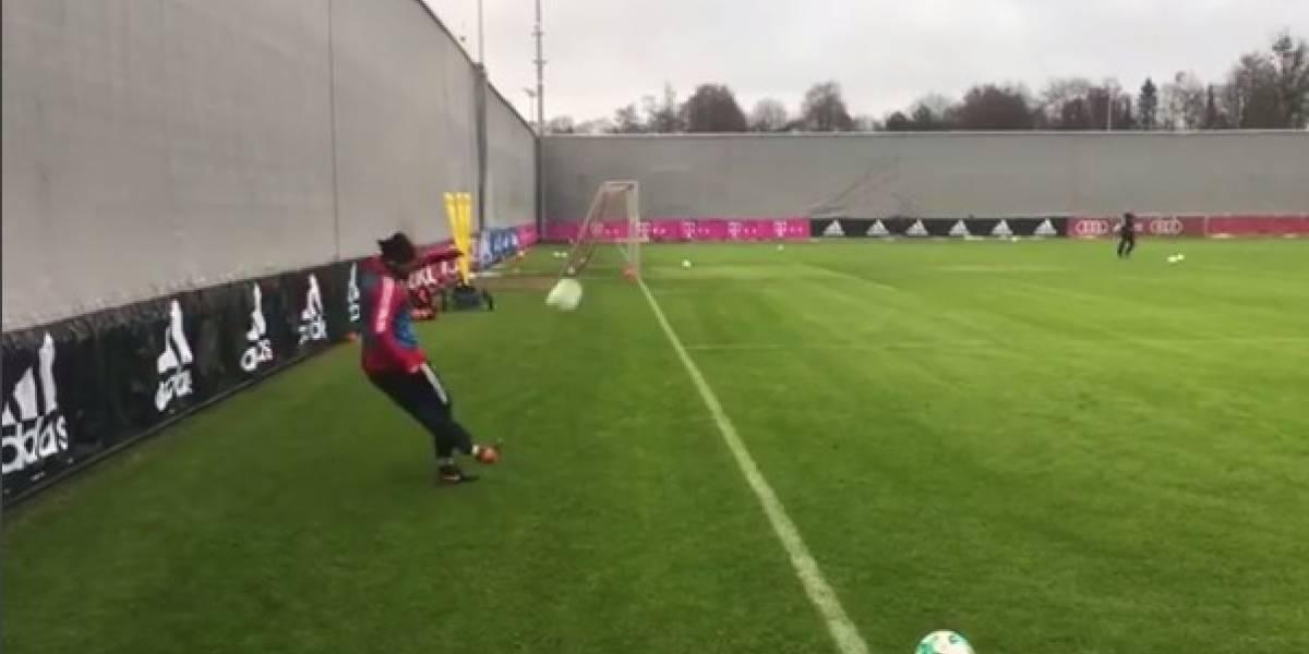 """Arturo Vidal dejó loco a los hinchas al marcar un """"gol imposible"""" de rabona"""