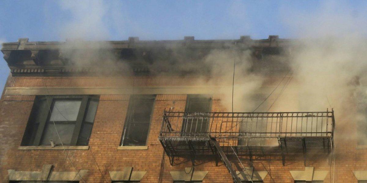 Una verdadera heroína: saltó desde el octavo piso mientras su departamento se quemaba y salvó a su hijo de 3 años protegiéndolo con su cuerpo