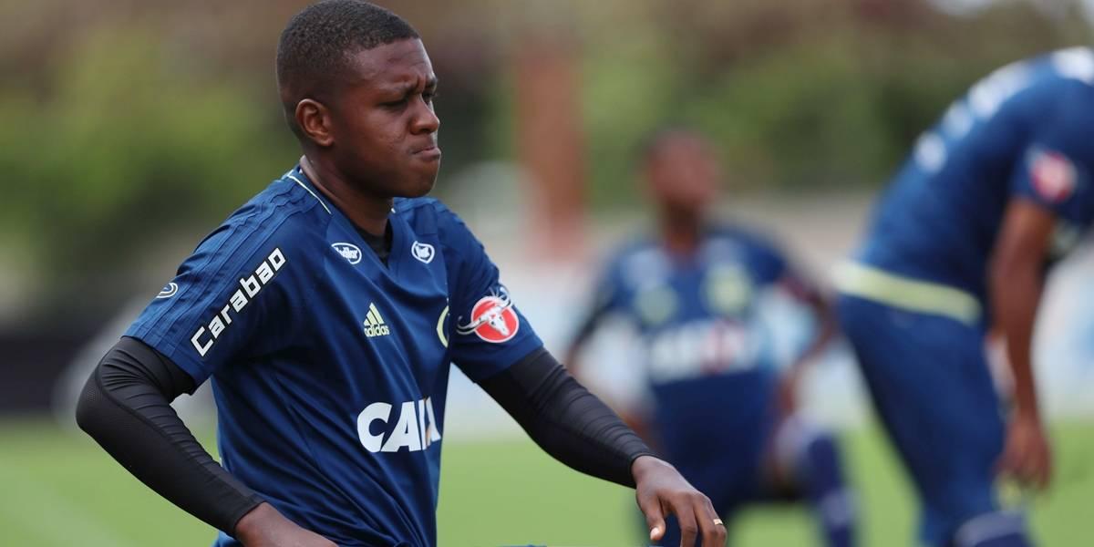 Ainda sem assinar, colombiano Marlos Moreno já treina no Flamengo