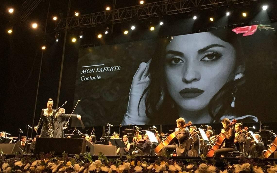 mon-laferte-en-concierto