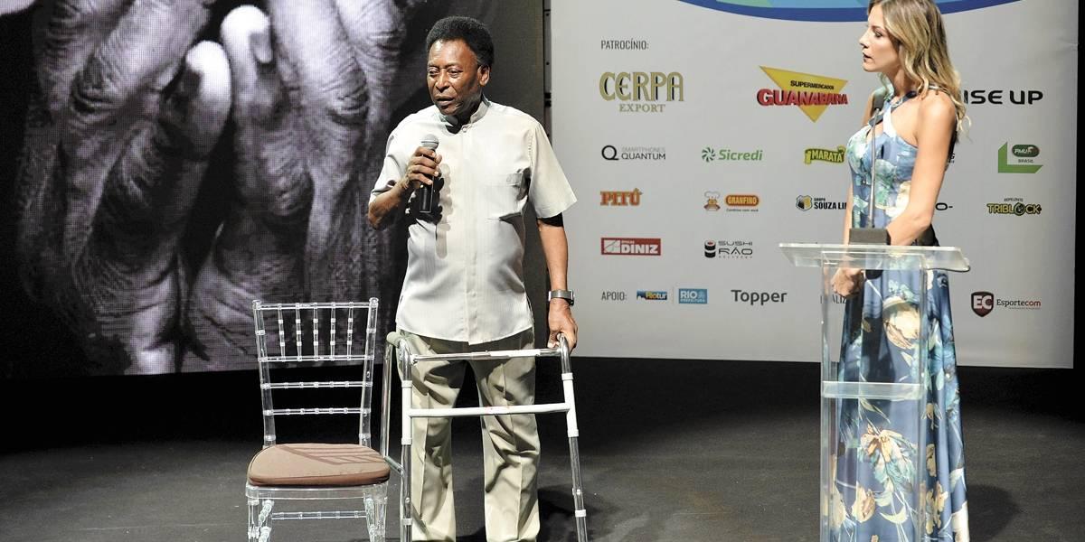Com andador, Pelé é apresentado como embaixador do Cariocão