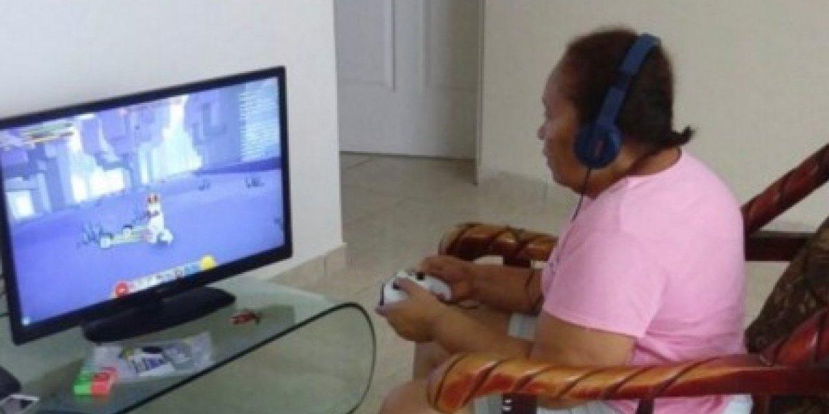 Avó ganha Xbox One de presente de Natal, fica viciada e até deixa de ir na igreja para jogar Minecraft