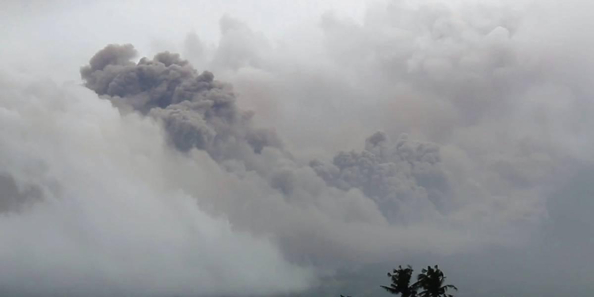 Más de 14 mil personas abandonan sus hogares por volcán en erupción en Filipinas