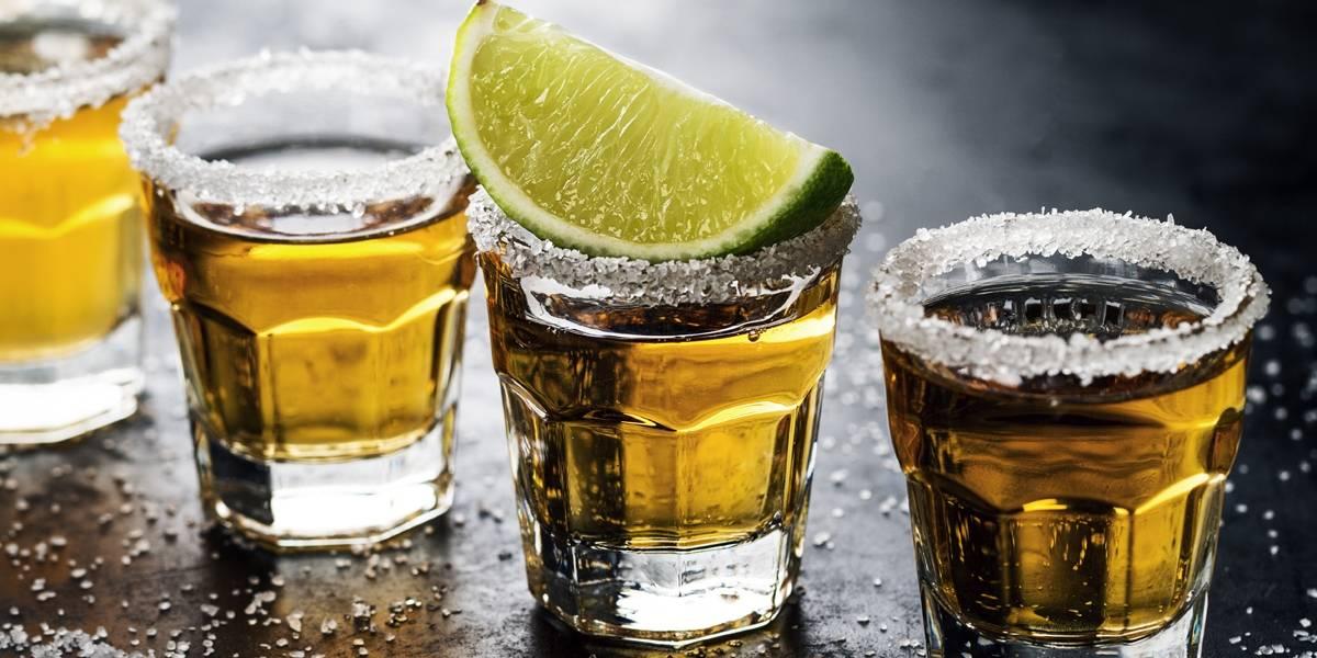 Mulher é internada em estado grave após acidentalmente beber soda cáustica em bar