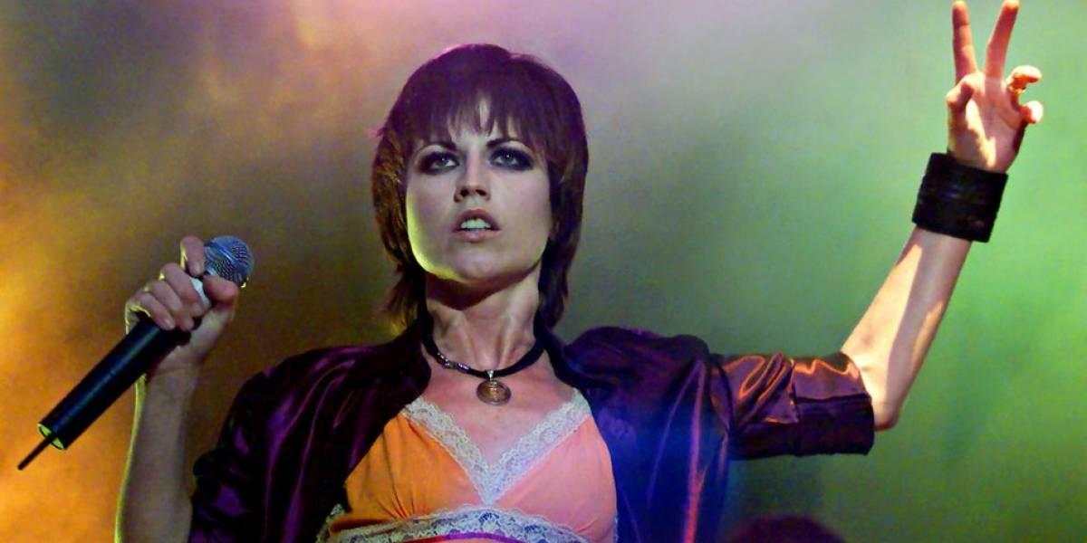 "Abuso sexual e transtorno bipolar marcaram a difícil vida de Dolores O""Riordan, vocalista do Cranberries"