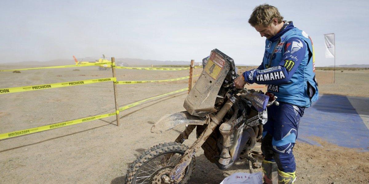El líder del Dakar tuvo que abandonar por una dura caída a sólo kilómetros de la meta