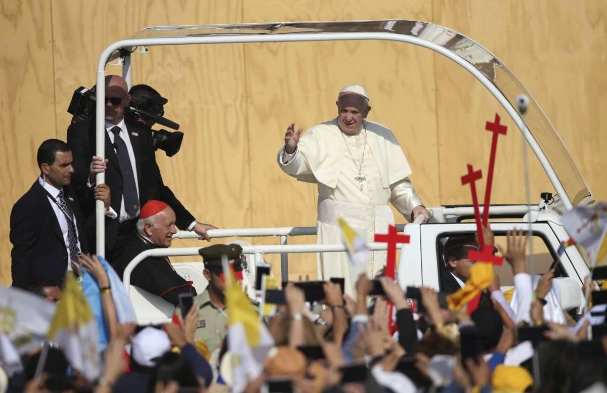 El papa Francisco llega para su primera misa campal al parque O