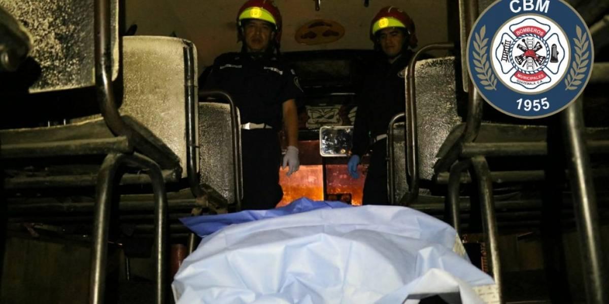Una persona muere en interior de bus urbano tras balacera en zona 9