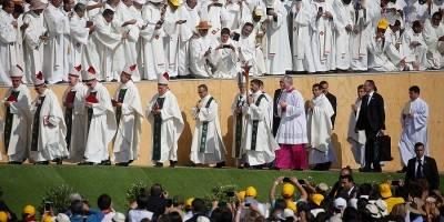 """Gritos sobre """"tortura"""" intentaron empañar misa del Papa en el Parque O'Higgins"""