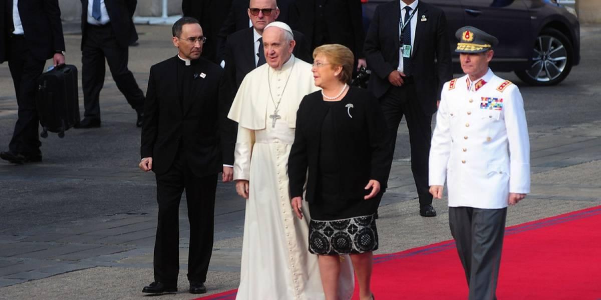 """Minuto a minuto: Francisco confiesa su """"dolor y la vergüenza ante daño irreparable cometido a niños por parte de ministros de la Iglesia"""""""
