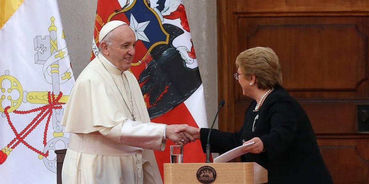 """Papa pide perdón por abusos de sacerdotes a menores: """"No puedo dejar de manifestar dolor y la vergüenza ante daño irreparable cometido a niños"""""""