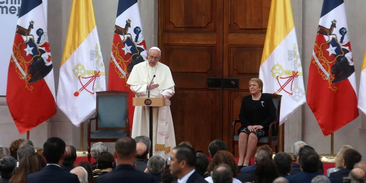 """""""Más acciones, menos palabras"""": Las reacciones en Twitter ante la petición de perdón del Papa por abusos a menores"""