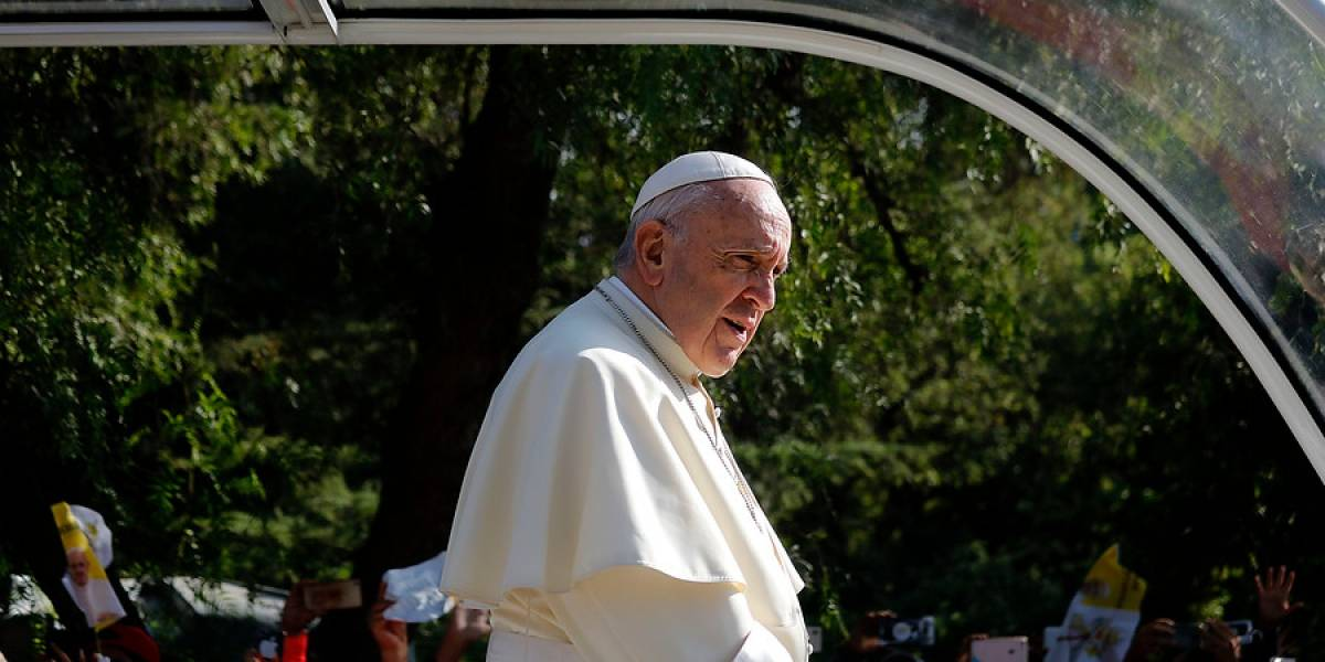 Agreden al papa Francisco en su visita a Chile