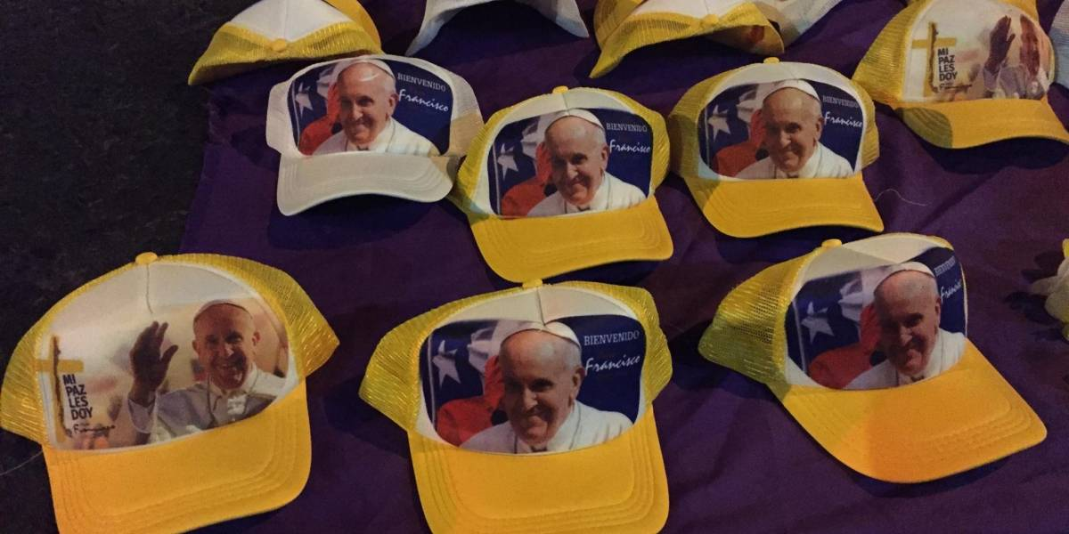 Galería: Souvenirs de Francisco para recordar al Papa en Chile