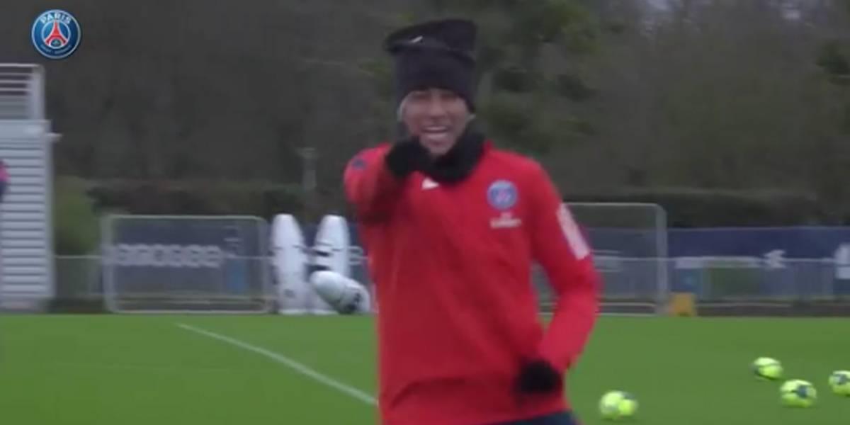 Neymar e sua coleção de 'canetas' em treino do PSG