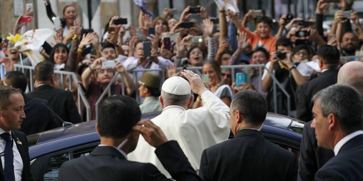 """""""Se vive con apatía en buena parte de la población"""": diarios argentinos hablan de """"poco entusiasmo"""" de los chilenos por visita del papa Francisco"""