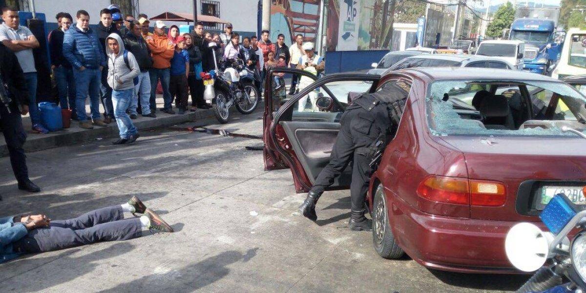 PNC captura a presunto robacarros tras persecución en zona 12